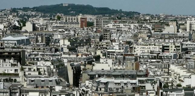 Selon une étude de l'Observatoire Crédit Logement/CSA publiée aujourd'hui, les taux d'intérêt des crédits immobiliers ont atteint en mai un nouveau plus bas historique de 2,97 %. MEIGNEUX/SIPA