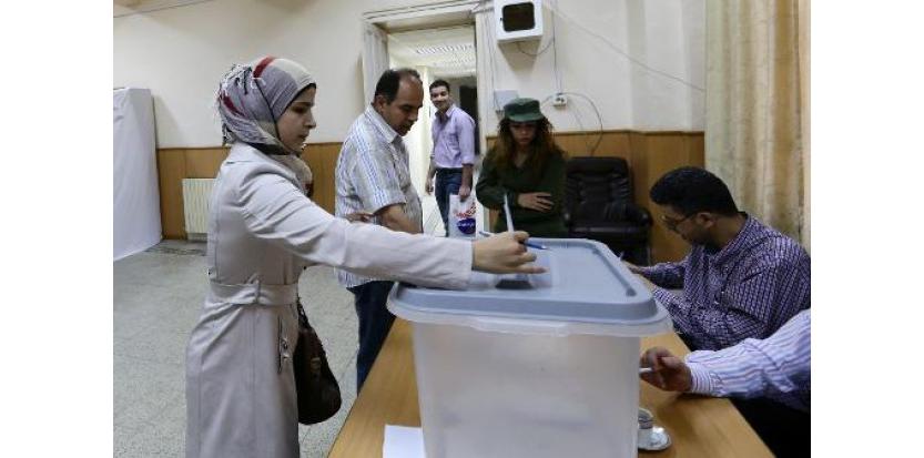 Une femme syrienne vote le 3 juin 2014 pour les élections présidentielles à Damas (c) Afp