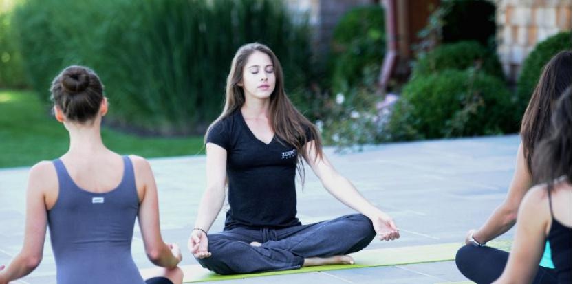 Le yoga est une des approches complémentaires aux traitements de base du cancer. ©ANDREW TOTH / GETTY IMAGES NORTH AMERICA / AFP