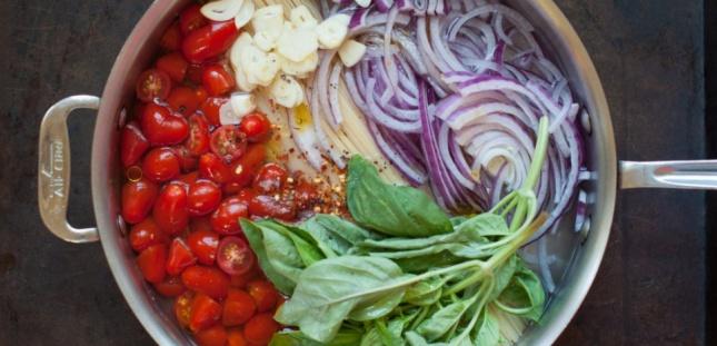 Les pâtes, les condiments et les épices... dans le même récipient ! Marin Mama Cooks