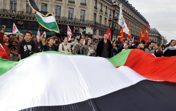 Un rassemblement en faveur de la reconnaissance de l'Etat d'Israël à Paris le 21 septembre 2011 (M. FEDOUACH / AFP)