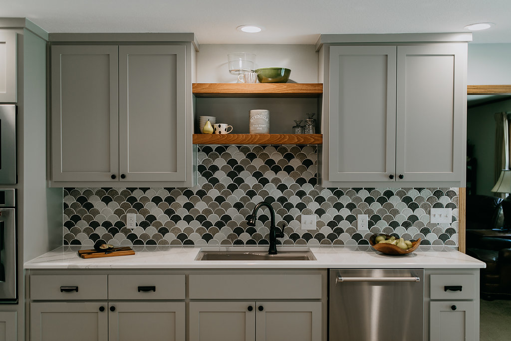 Grey contemporary kitchen with backsplash