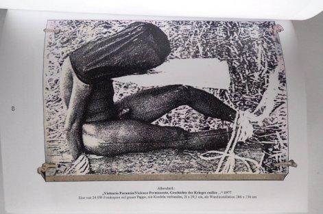 "Blatt eines Ensembles zu ""Violence Permanente"" in Paris 1977, Abbildung in Katalog Löbach-Hinweiser"