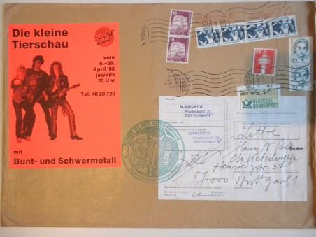 """Briefumschlag mit Werbeaufkleber der """"Kleinen Tierschau"""" und Stempeln. Solche Briefumschläge gestaltete Albrecht/d. als Originale, die letztlich durch die Poststempel komplettiert wurden."""