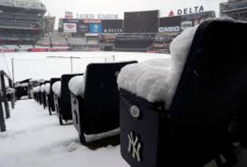 Snowbound Yankee Stadium (Photo: New York Daily News)
