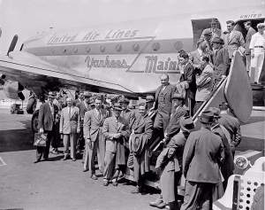 The Yankees arrive in St. Louis, the first of many flights they take in 1946 (Smithsonian)