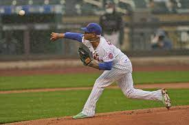 Mets Marcus Stroman trying his best in the rain (4/11/2021)