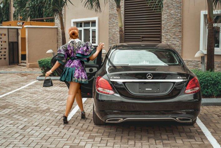 Tacha shows off her new car says, 'I won't deem my shine'