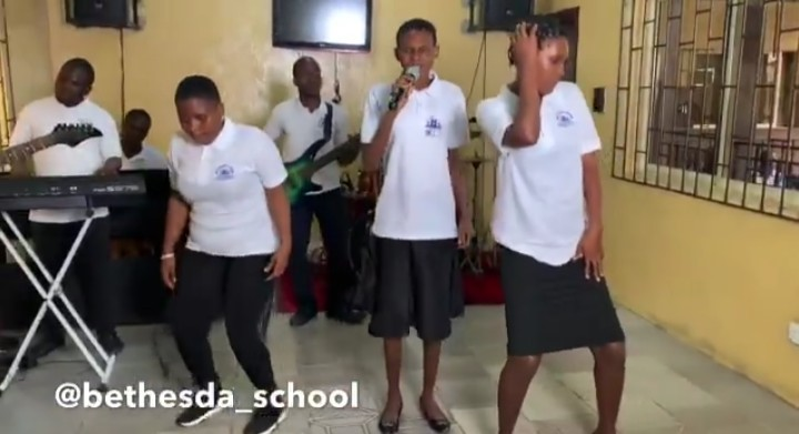 Photo of Unbelievable! School of the Blind Performs Tiwa's #Koroba Cover [Video]