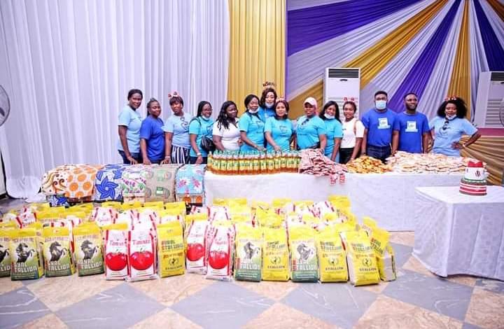 Bayelsa First Lady, Gloria Diri Presents Christmas Gift to Elderly Persons