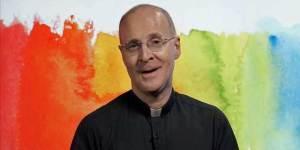 Pro-Gay Jesuit Catholic Priest Wins LGBT Leadership Award