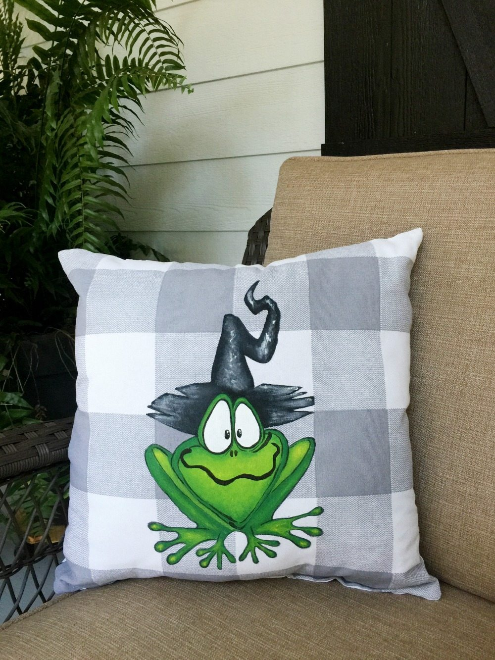 DIY Hand Painted Halloween Pillow  Refresh Restyle