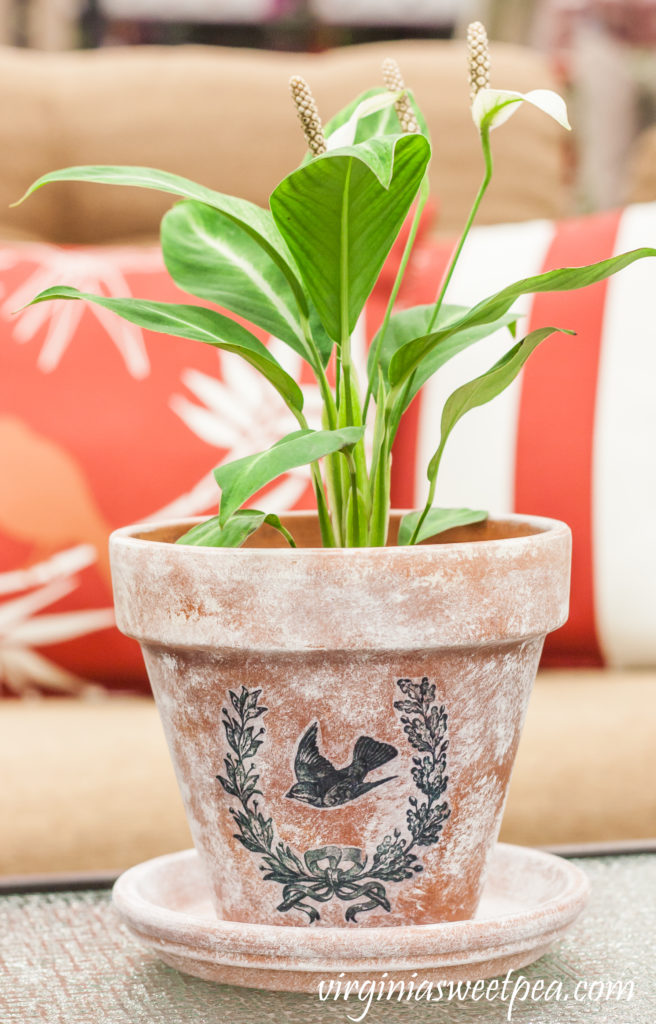 DIY-Aged-Flower-Pot-with-Transferred-Vintage-Image