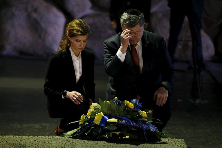 Poroshenko and his spouse Maryna visiting the Yad Vashem memorial in Israel