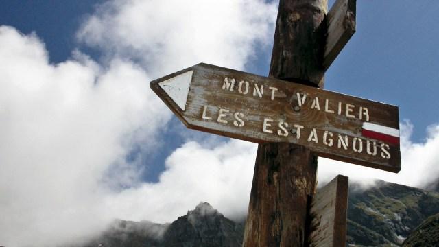 panneau de randonnée direction Les Estagnous
