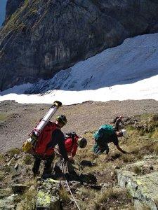 les scientifiques proch du Glacier d'Arcouzan