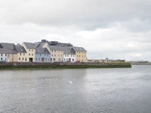 Casas de Galway desde el muelle