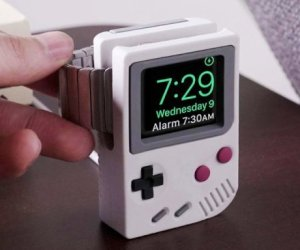 gadget Supporto per Apple Watch a forma di Game Boy
