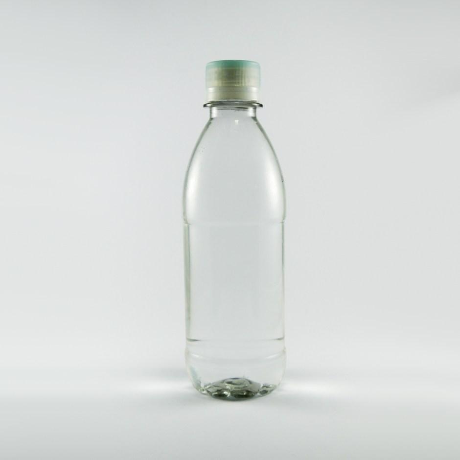 Botella de agua mediana