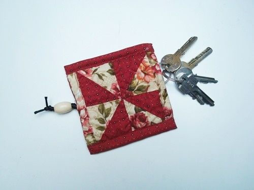 Originales llaveros de patchwork para regalar004
