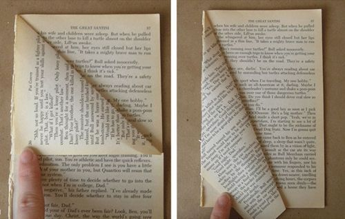 Manualidades de Navidad un árbol de papel con viejos libros reciclados 3
