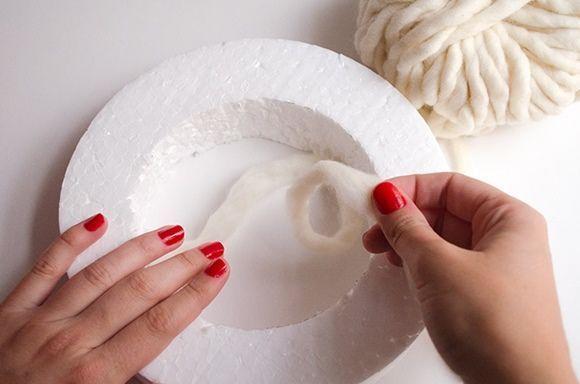 Coronas de adviento DIY con pompones de lana 2