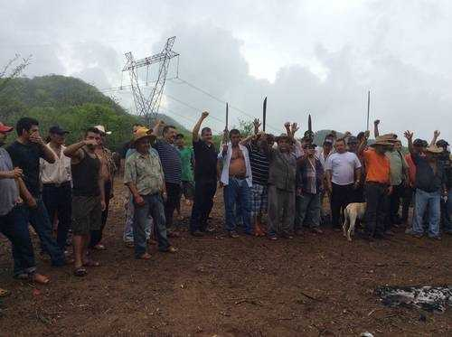 Ejidatarios y habitantes de Las Minitas llevan dos meses en plantón. Exigen a CFE pagó por sus tierras