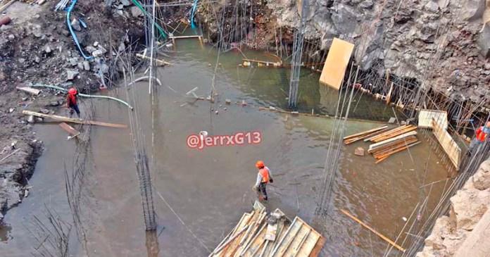 Vecinos de Coyoacán denuncian desperdicio de agua por construcción inmobiliaria