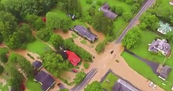 Inundación en EU deja 14 personas muertas y 500 atrapadas