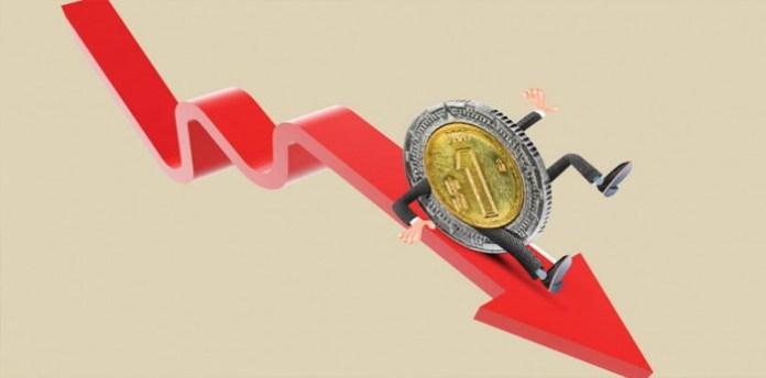Peso se devaluó por que el dólar se fortaleció en el mercado ...
