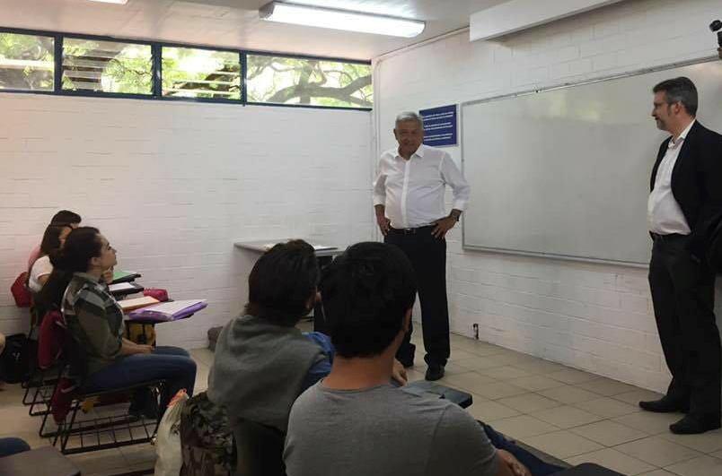 AMLO visita Facultad de Derecho-UNAM e imparte clase sobre la Constitución (video) - RegeneraciónMX