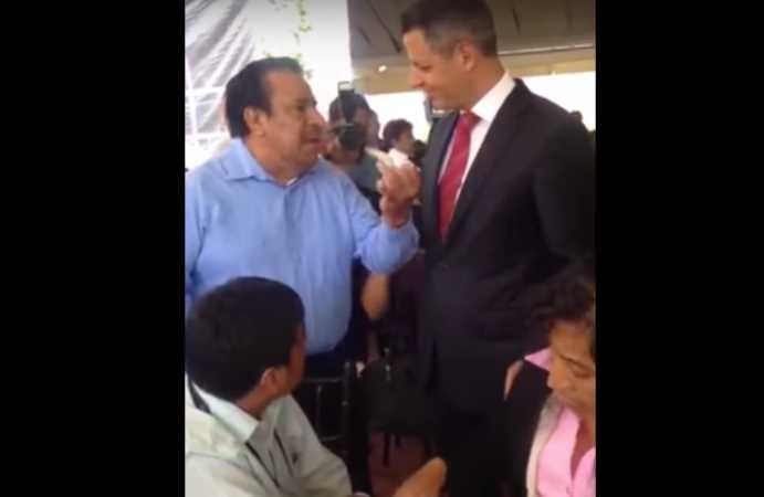 """""""Ya deje de robar por favor, ya es mucha chingadera"""", encara profesor a Alejandro Murat (VIDEO)"""