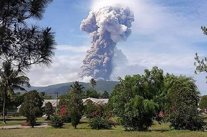 Primero sismo, luego tsunami y ahora erupción de volcán en Indonesia