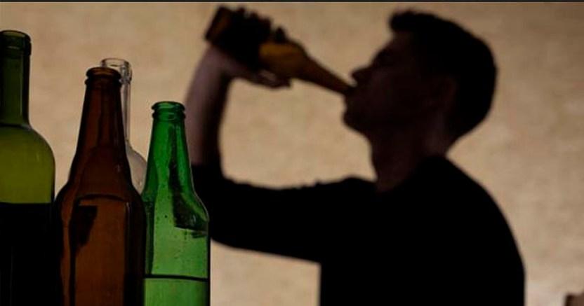 ALCOHOL - Hombre alcohólico muere al caer en un canal de aguas negras