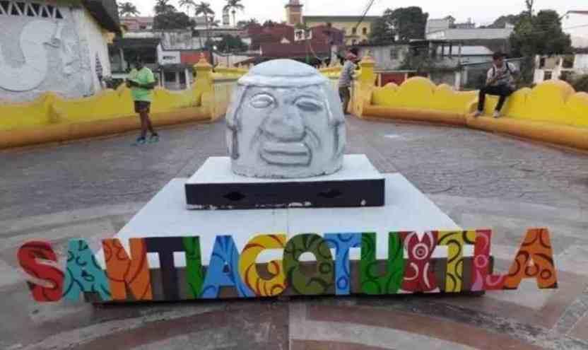 cabezaolmeca - Horrorosa réplica de Cabeza Olmeca, provoca burlas