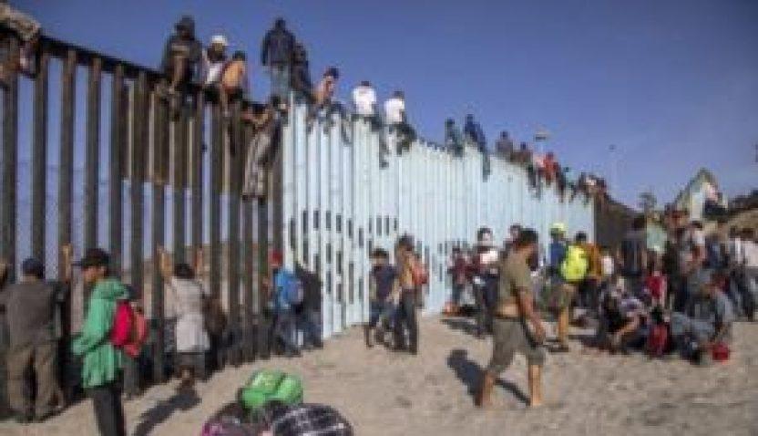 mexico revira a honduras.jepg  300x173 - México no crea la migración, la atiende