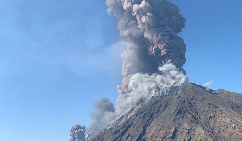 volcan - Volcán Estrómboli, en Italia, registra fuerte explosión (Video)