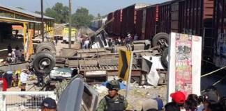 Choque entre camión y tren, deja 9 muertos en San Juan del Río, Qro