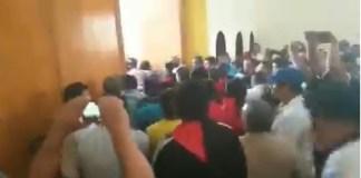 Nicaragua, sandinistas irrumpen en misa de Ernesto Cardenal