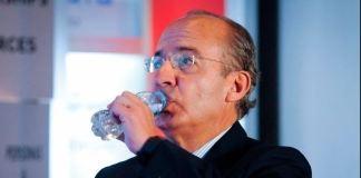 En 2009, Calderón presionó para que se compraran pruebas rápidas