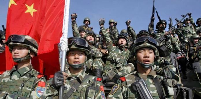2750211 - China y la India despliegan militares a lo largo de su frontera