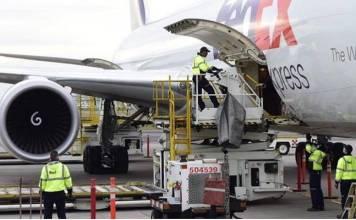 Avión de EU con ventiladores