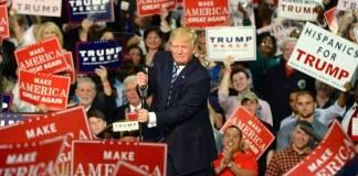 Trump invita a mitin, bajo cuenta y riesgo de asistentes