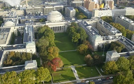 """1 - Rector del MIT responde que Videgaray es """"valioso"""" para la institución"""