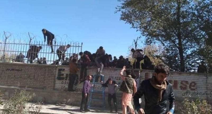 Al menos 20 personas fallecen en ataque terrorista en Universidad de Kabul  - Regeneración