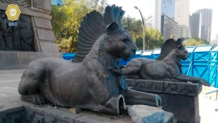 HXU4MUN2KVH67LQMSIUNAOYWSM - Detienen a tres por vandalizar monumento a Cuauhtémoc en la CDMX