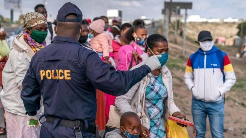 Detectan nueva variante de Covid-19 en Sudáfrica que afecta a jóvenes