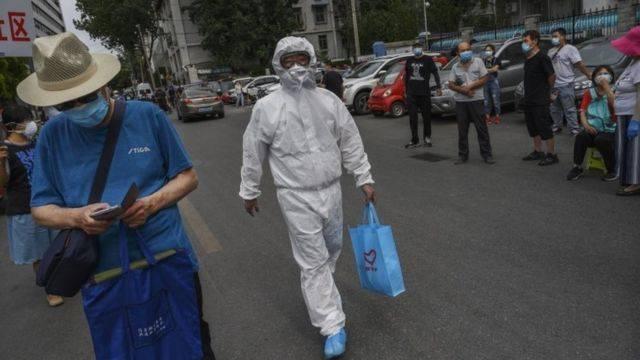112912172 mediaitem112912171 - Vendedor con Covid-19 obliga a aislar a 3 millones de personas en China