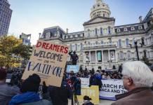 Texas bloquea orden de Biden para detener deportaciones