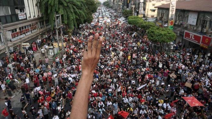 Birmania paralizada por manifestaciones en protesta por golpe de Estado